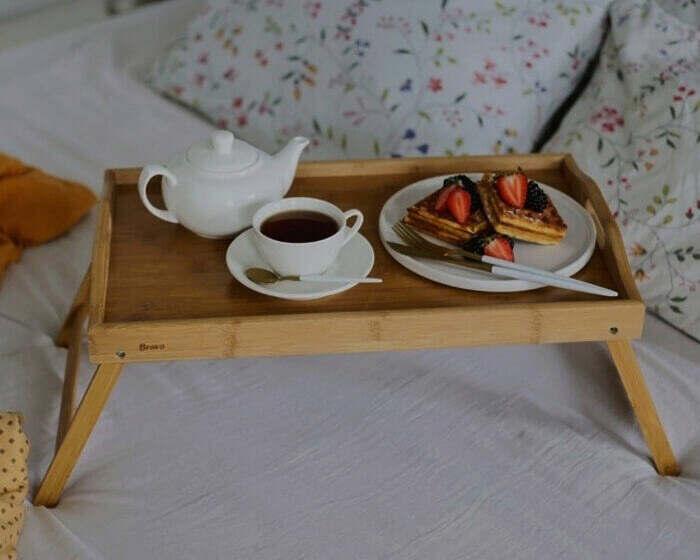 4-stolik-dlja-zavtraka-v-postel